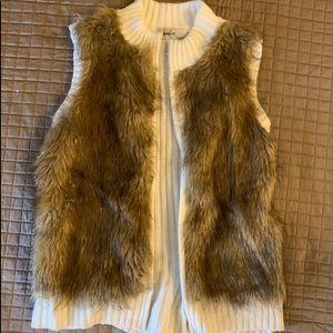 Faux fur zip sweater sleeveless